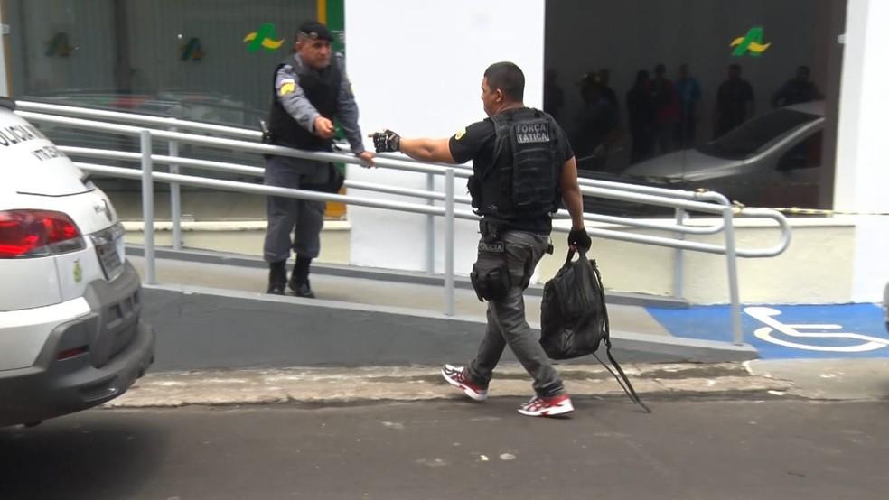 Cerca de R$ 150 mil foram levados por assaltantes de banco em Parintins — Foto: Ocimar Lima/Rede Amazônica