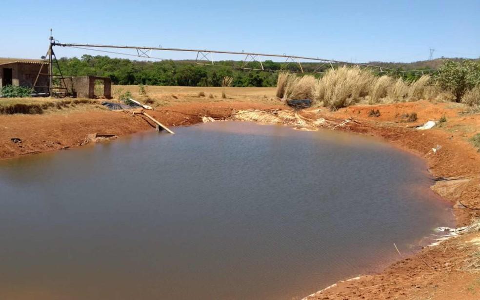 Estrutura de captação irregular de água no DF (Foto: Polícia Militar do DF/Divulgação)