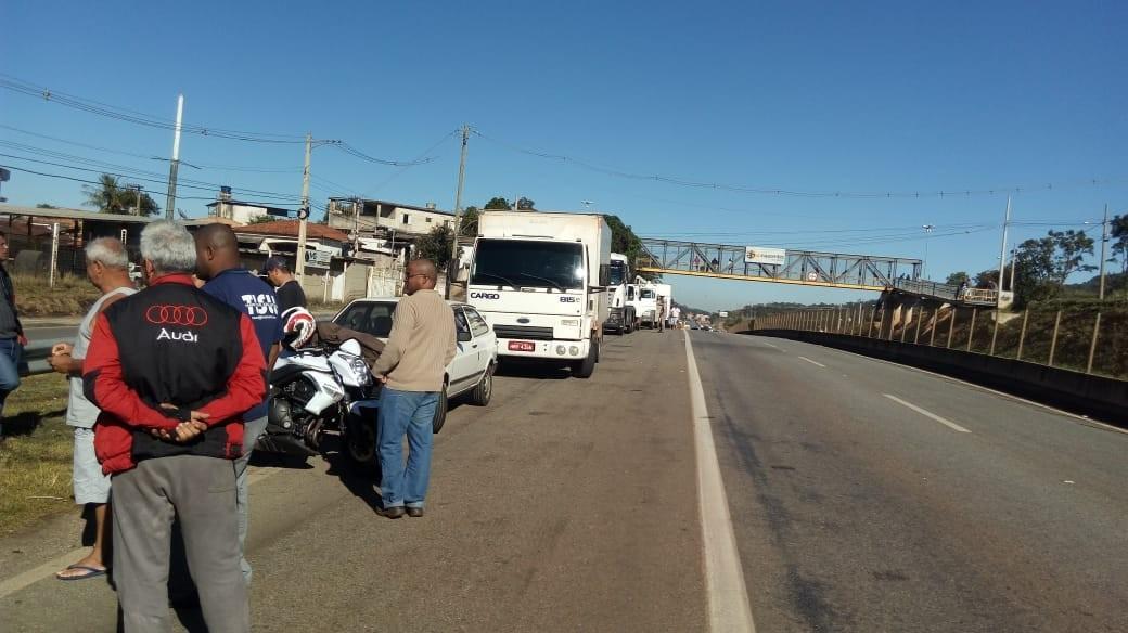 Paralisação dos caminhoneiros chega ao 2º dia em Igaratinga; outras rodovias da região foram liberadas
