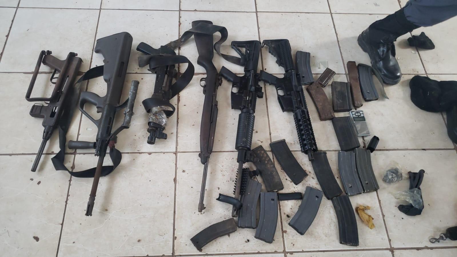 Membro de organização criminosa é preso com 6 fuzis e carregadores em Cuiabá