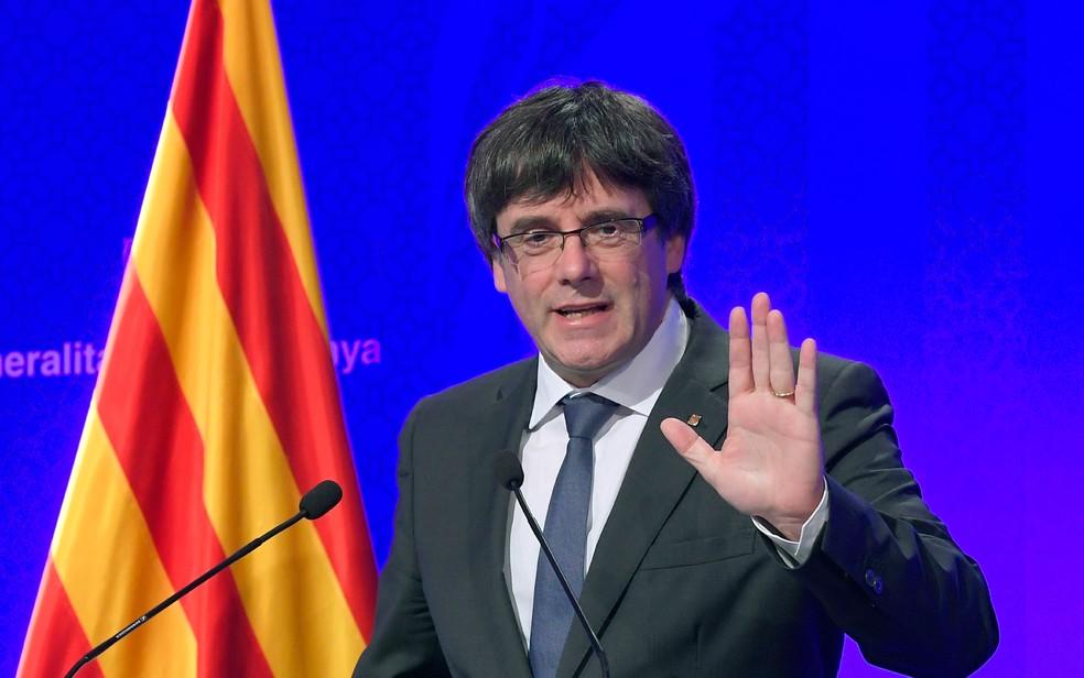 Carles Puigdemont, líder catalão, afirmou que seu governo 'vai agir no final desta semana ou começo da próxima' (Foto: Lluis Gene/AFP)
