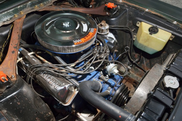 O motor V8 390 foi devidamente preparado, enquanto o escape se tornou direto (Foto: Divulgação)