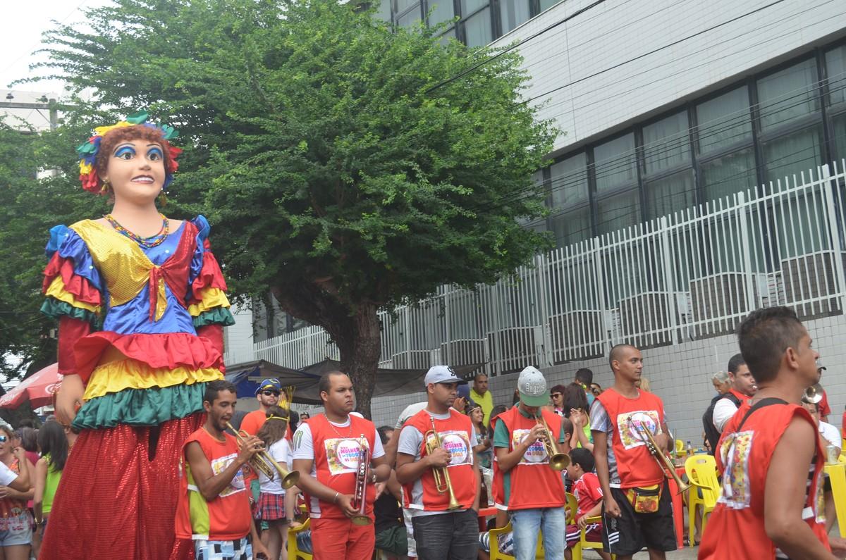 Blocos de carnaval se apresentam em semana pré-carnavalesca em Caruaru