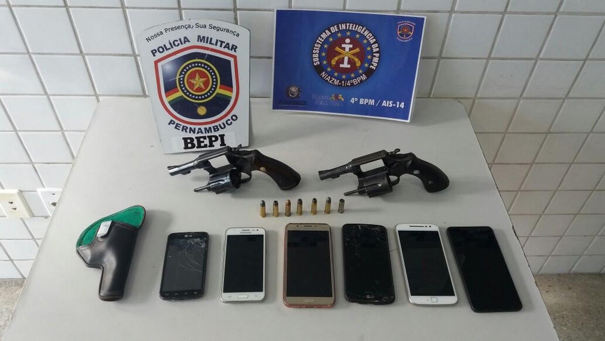 Homens são presos com armas e drogas em Caruaru