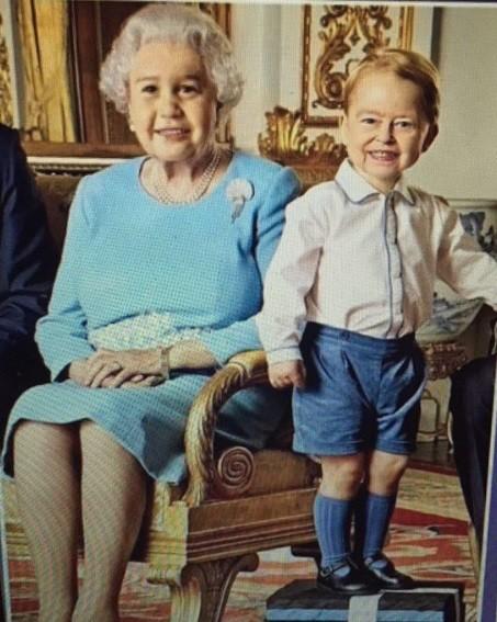 A ideia original era fazer graça, mas o pequeno George com a cara a rainha Elizabeth ficou um terror...