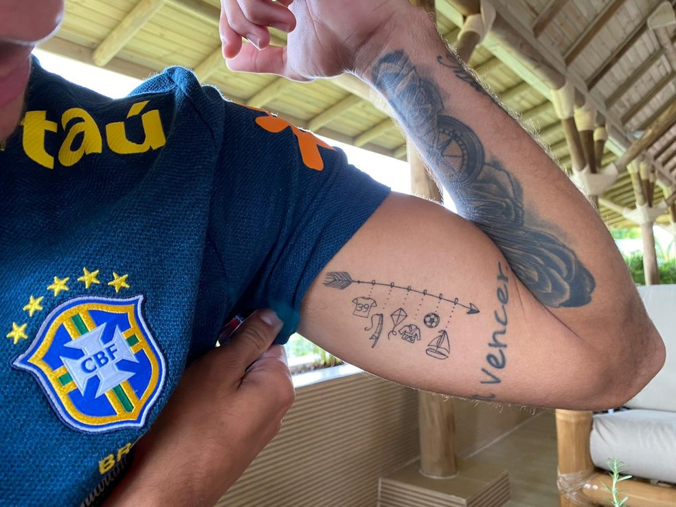 Tatuagem que Bruno Guimarães fez junto com um primo — Foto: Bruno Cassucci