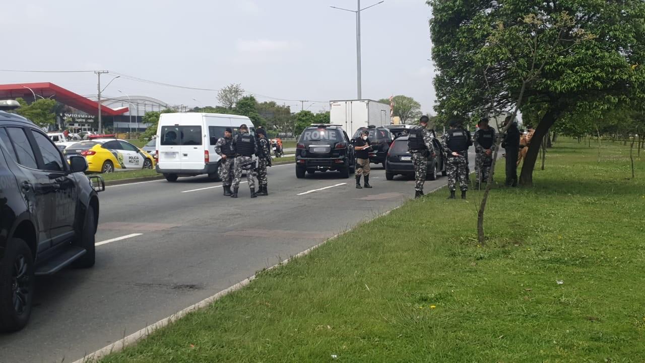 Três suspeitos de tentativa de roubo são mortos em confronto com policiais na Linha Verde, diz PM