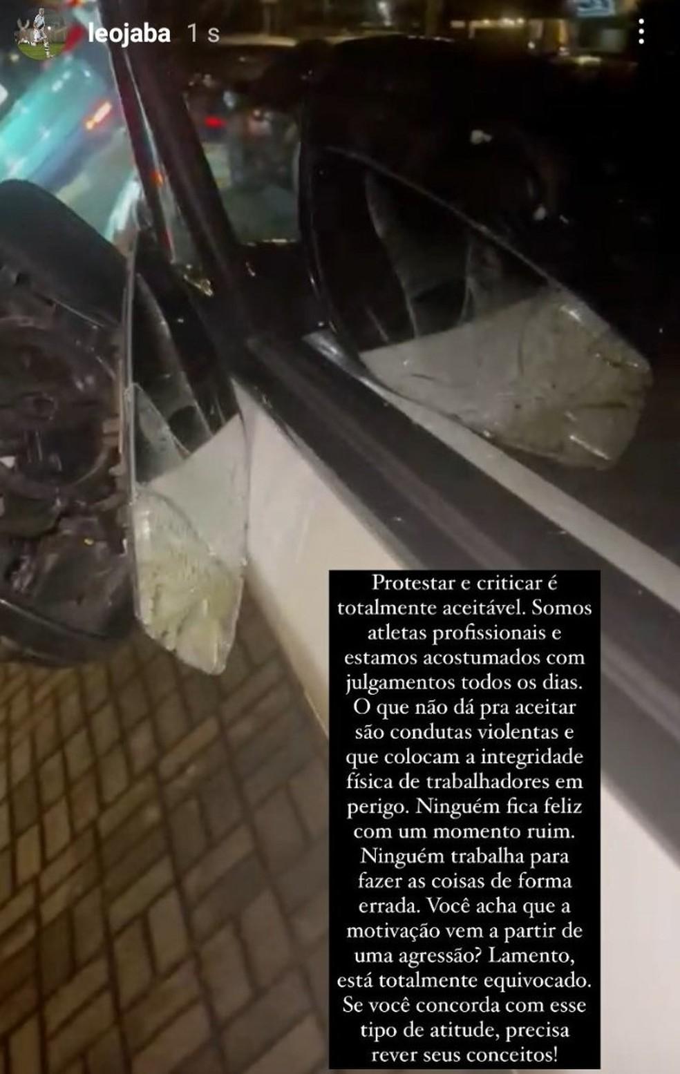 Carro de Léo Jabá foi danificado por torcedores do Vasco após derrota para o Avaí — Foto: Reprodução