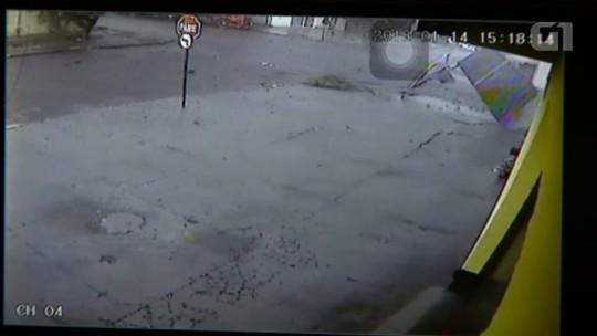 Temporal provoca estragos no Bairro Neva, em Cascavel; VÍDEO