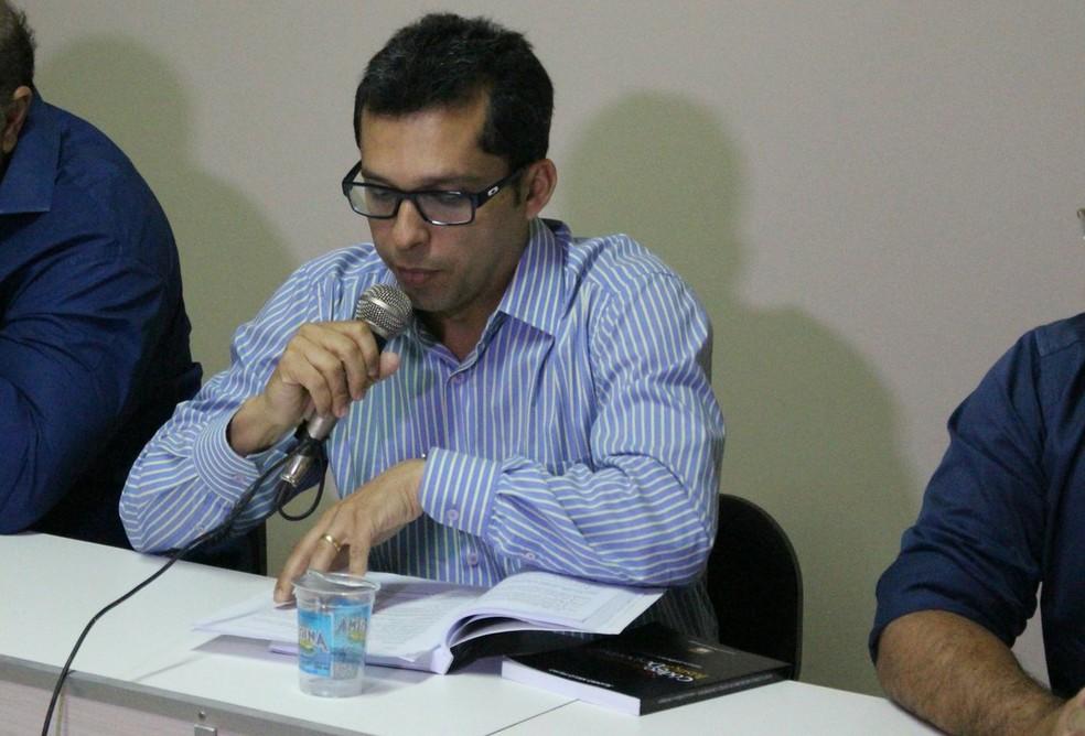 Ricardo Braga foi o primeiro a votar e foi acompanhado pelos demais auditores do TJD-PI (Foto: Wenner Tito/GloboEsporte.com)