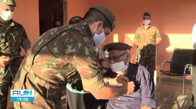 Ex-combatente alagoano da 2ª Guerra Mundial recebe homenagem do Exército aos 95 anos