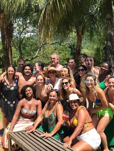 Luiz Fernando Guimarães com a equipe de 'O tempo não para' (Foto: Arquivo pessoal)