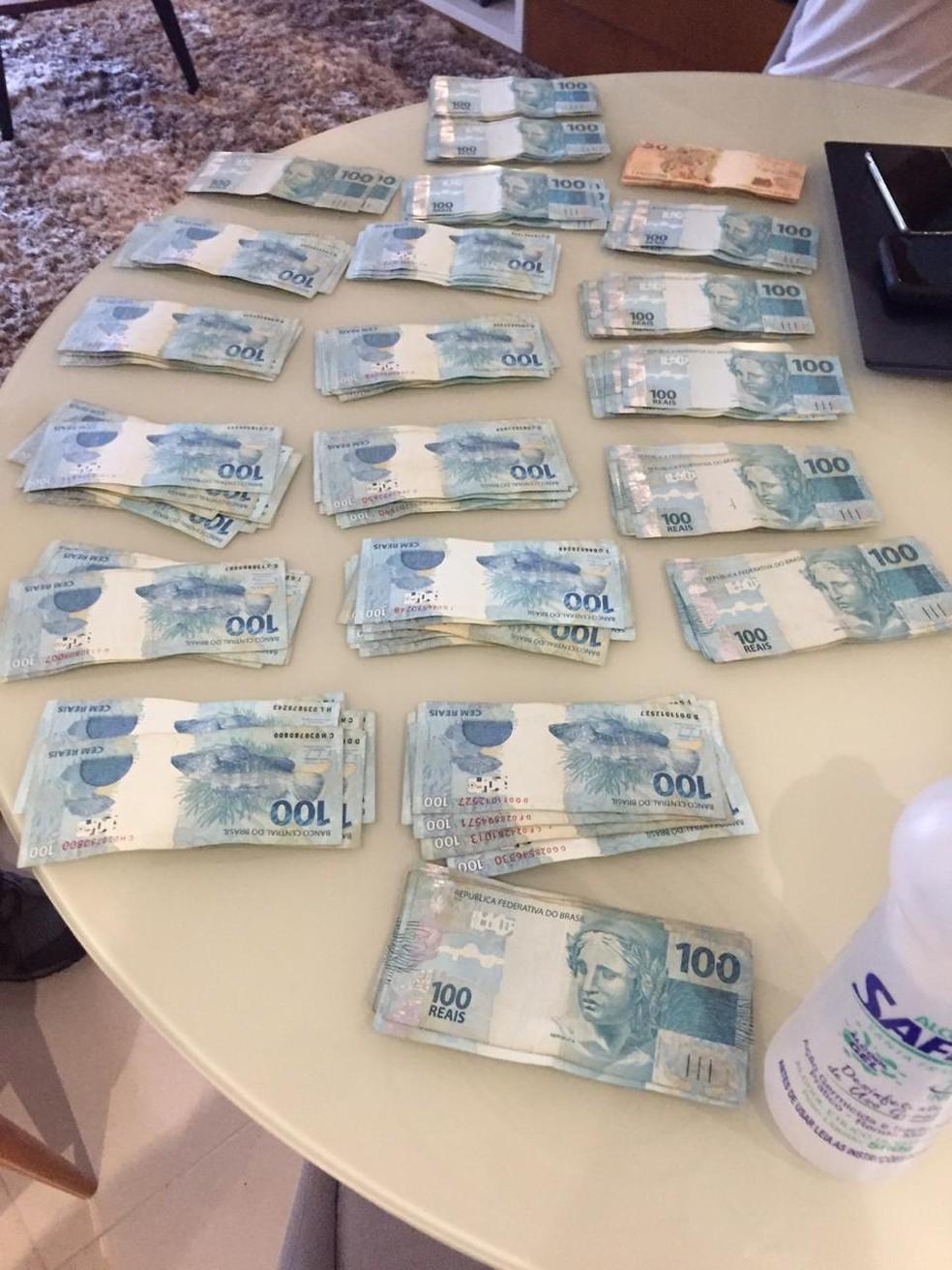 Dinheiro em espécie encontrado na Operação Favorito — Foto: Reprodução
