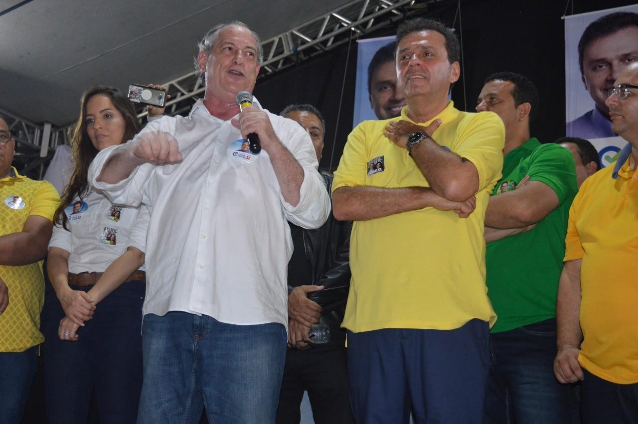 Ciro diz que a política está falhando miseravelmente com o povo brasileiro