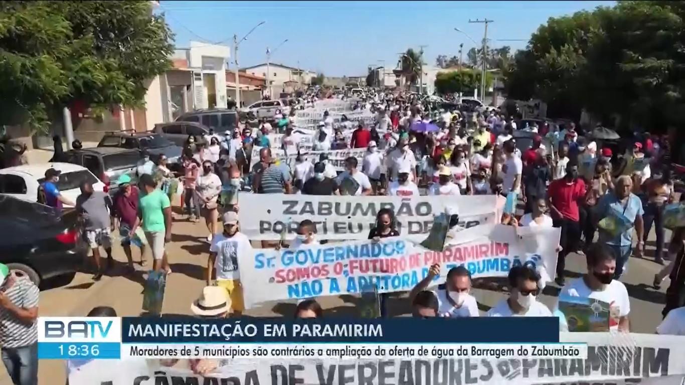 Moradores protestam contra obra de ampliação do fornecimento de água por barragem, no sudoeste da BA