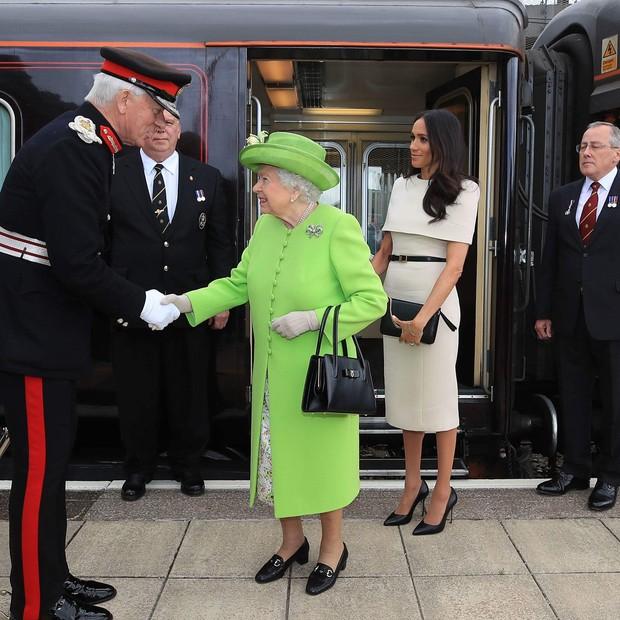 Rainha Elizabeth II e Meghan Markle (Foto: Reprodução/Instagram)