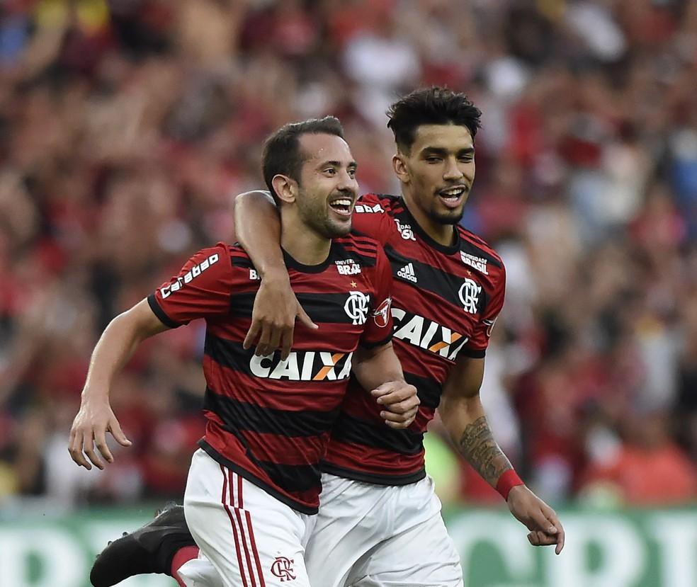 598be7c590 ... Éverton Ribeiro e Lucas Paquetá comemoram gol contra o Sport (Foto   André Durão