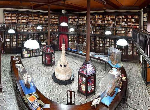 As obras de maior expressão na Biblioteca Infante D. Henrique são da categoria de História, Geografia, Literatura de Portugal e do Brasil (Foto: Reprodução/gplsalvador)