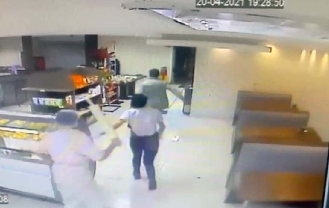 Funcionárias impedem assalto à panificadora usando rolo de pão, em Curitiba; VÍDEO