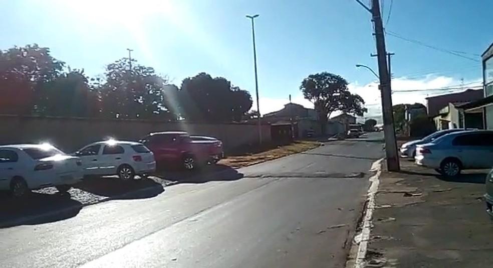 """Caminhonete """"rosa choque"""" alugada pela deputada foi flagrada em frente à academia em Santa Maria,  — Foto: Arquivo pessoal"""