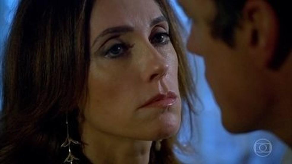 Tereza Cristina encomenda morte de Quinzinho em 'Fina Estampa' — Foto: Globo