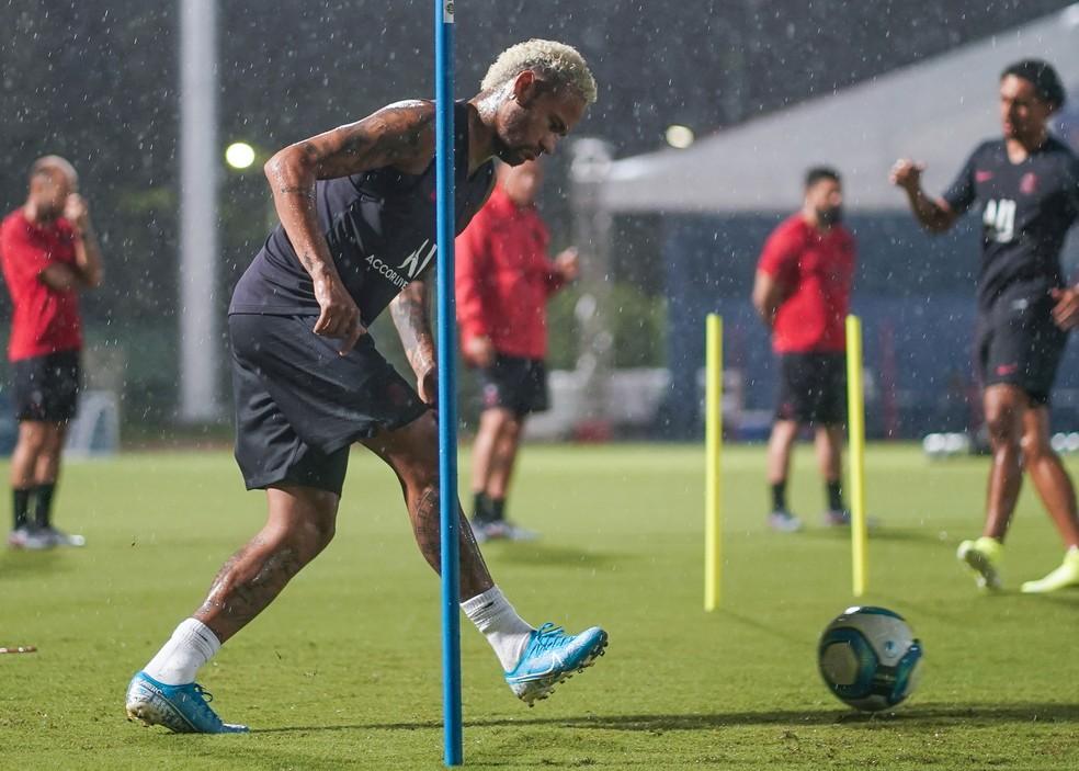 Neymar vem treinando com a equipe durante turnê pela China — Foto: Getty Images