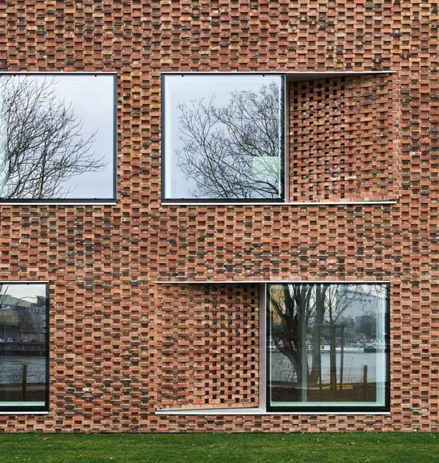 Arquitetura auxilia a convivência em centro de repouso na Suíça (Foto: Eugeni Pons/Divulgação)