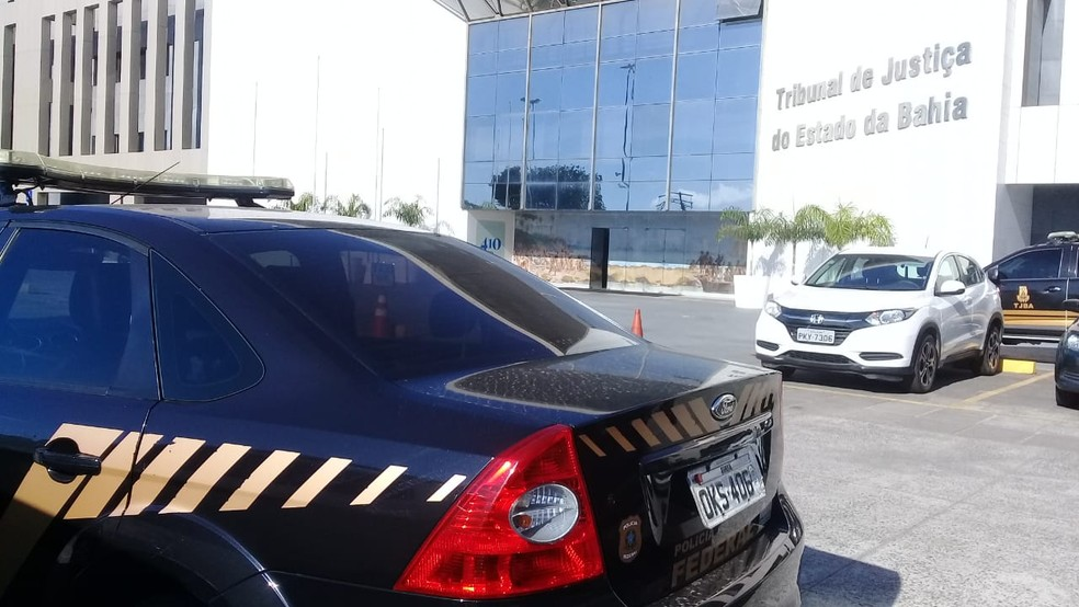 PF deflagra operação contra suposto esquema para venda de decisões judiciais na BA — Foto: Cid Vaz/TV Bahia