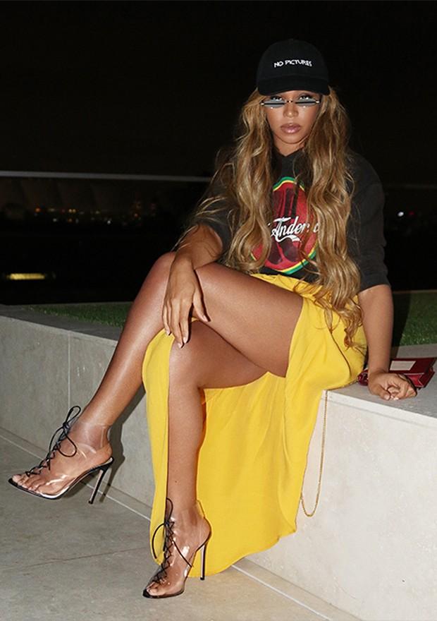 Beyoncé usando uma saia da Jacquemus (Foto: Instagram)