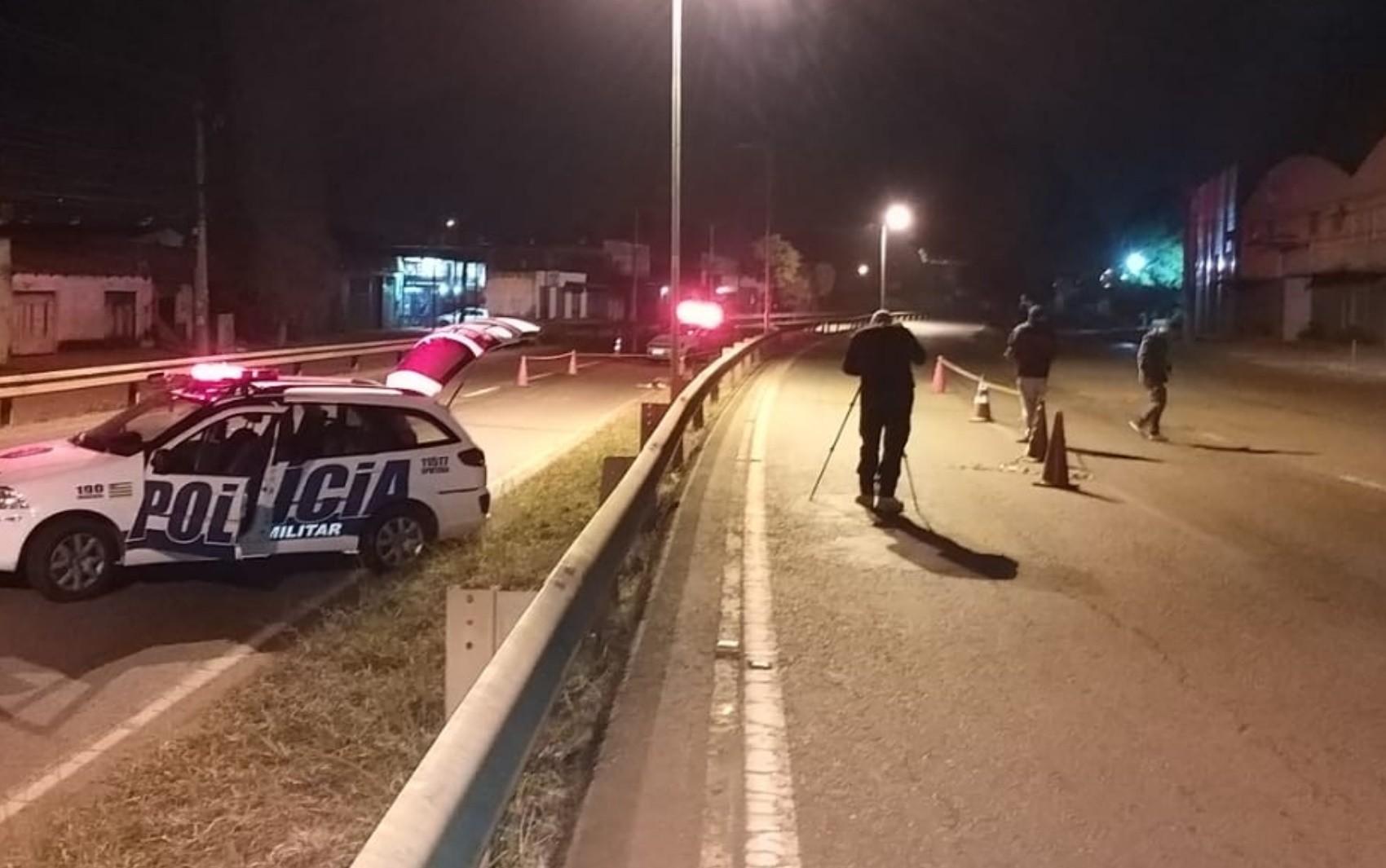 Motociclista morre após bater contra grade de proteção na Avenida Perimetral Norte, em Goiânia