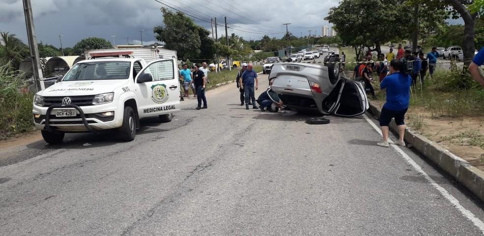 Mulher morreu em batida de carro na manhã deste domingo (19) em Natal.  — Foto: Klênyo Galvão/Inter TV Cabugi