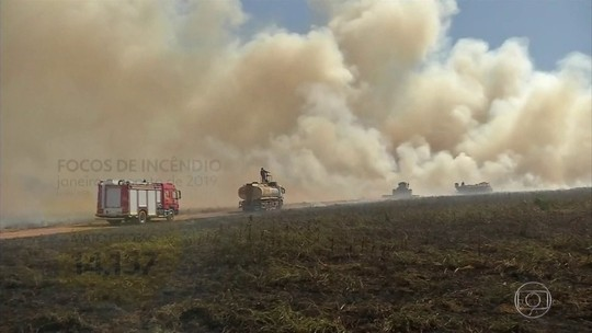 Bolsonaro volta a acusar ONGs por queimadas e diz que não há provas