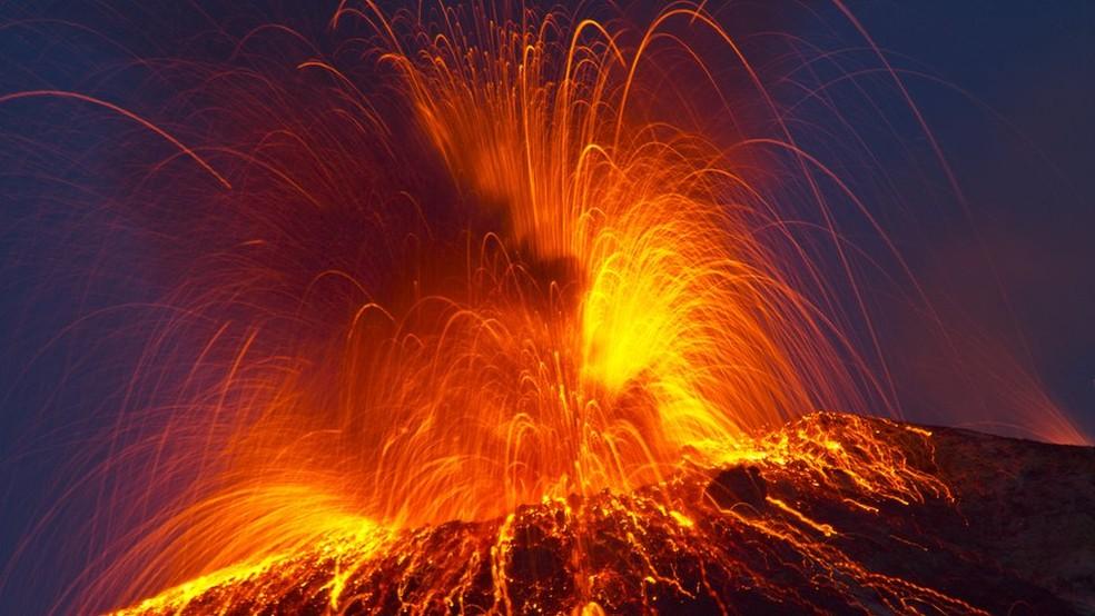 Segundo especialista, é difícil prever a gravidade de uma erupção, mas alguns indicadores ajudam a acender o sinal de alerta (Foto: Getty Images/ via BBC)