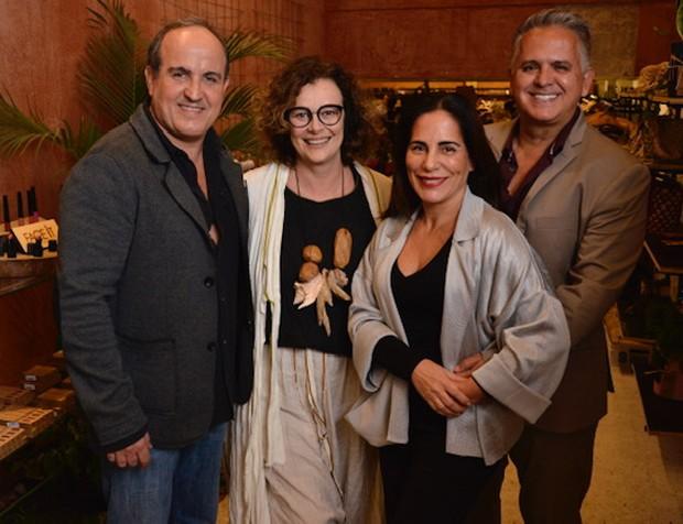 Gloria Pires e Orlando Morais (dir) posam com a sócia Betty Prado (Foto: João Sal)