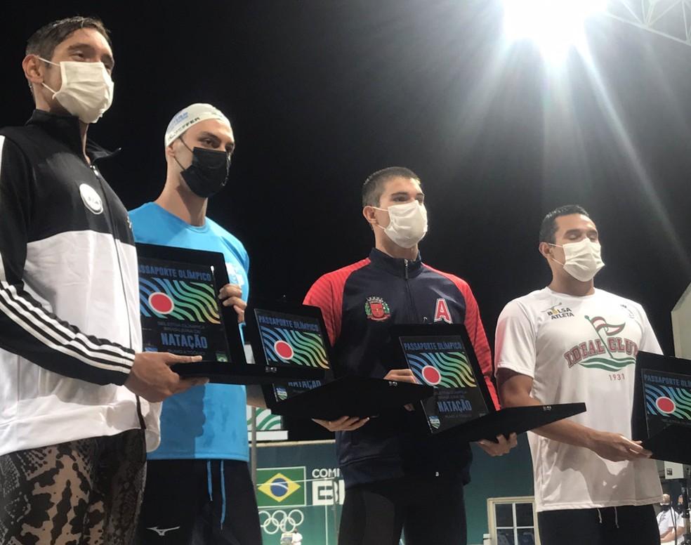 Breno Correia, Fernando Scheffer, Murilo Sartori e Luiz Altamir após os 200m — Foto: Reprodução Twitter