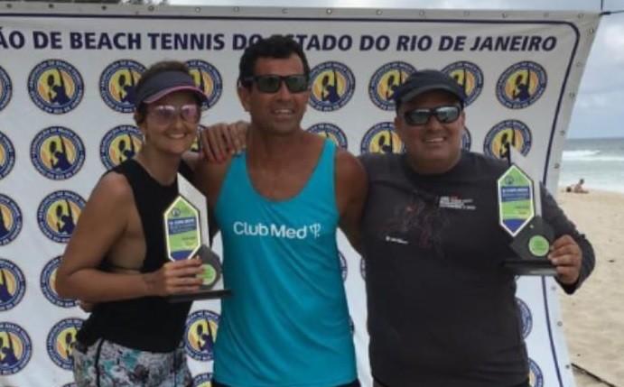 Marcelo Meds, ao centro, o aluno André Pereira e Beth
