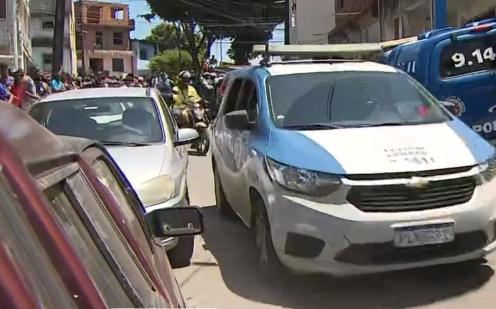 Suspeitos de assalto invadem imóvel e fazem moradores reféns no bairro de Boa Vista do Lobato, em Salvador