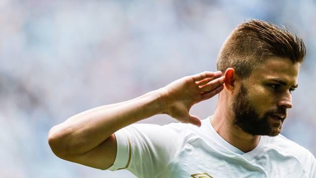 Eduardo Sasha marca e provoca a torcida do Grêmio
