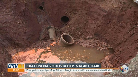 Chuva causa erosão e cratera interdita parcialmente rodovia em Mogi Mirim