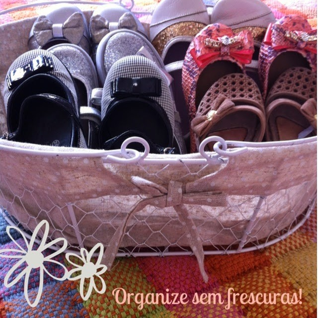 cestinha vira sapateira (Foto: Rafaela Oliveira)