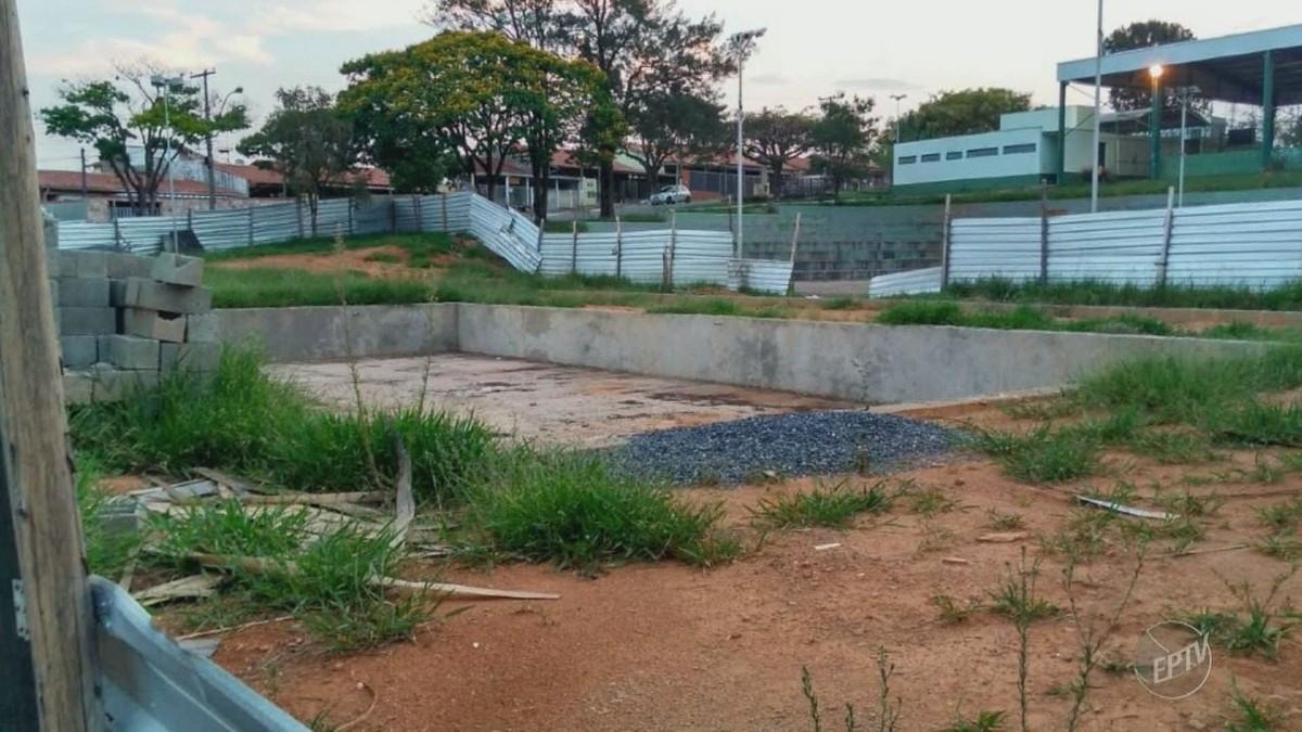 Moradores de Valinhos reclamam de obras paradas em piscina pública no Jardim Paraíso