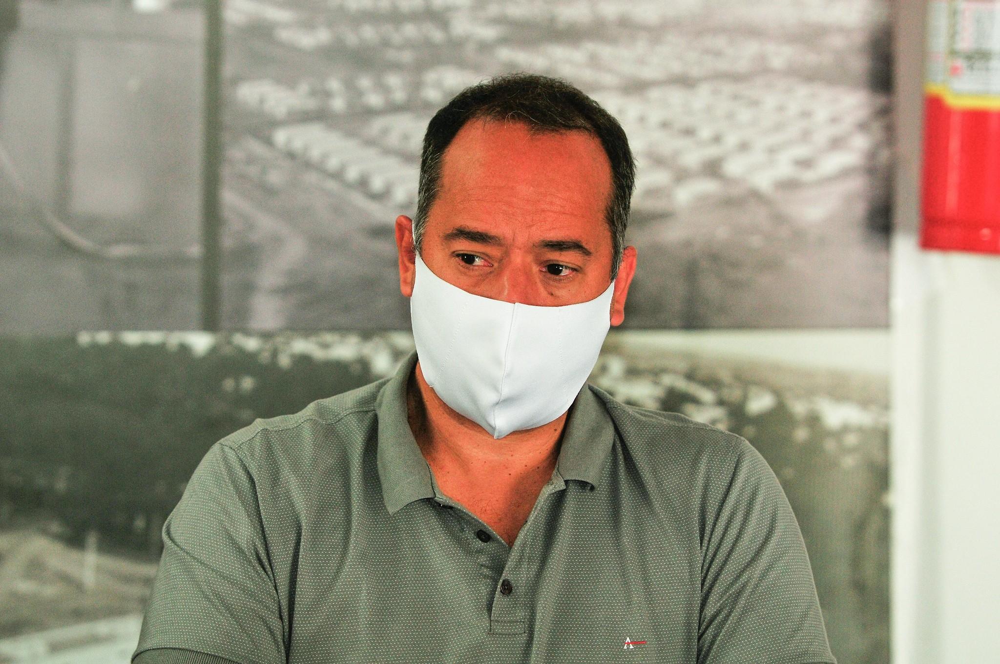 Covid-19:  três dias após receber alta, secretário de Educação do DF, Leandro Cruz, volta a ser internado