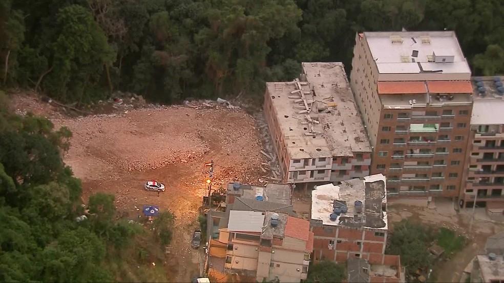 Prédios desabaram na Muzema em abril desse ano deixando 24 pessoas mortas.  — Foto: Reprodução / TV Globo