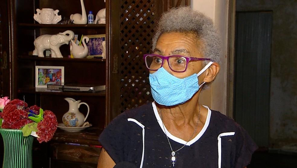Dona Maria Rita, responsável pelos cuidados da casa da fazenda Califórnia — Foto: Hugo Andrade/Inter TV Costa Branca