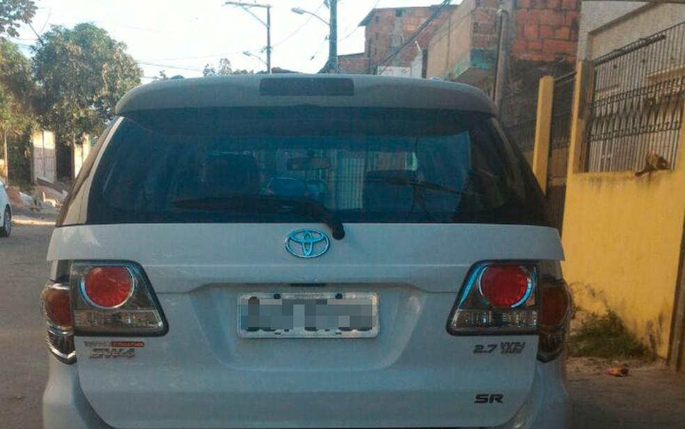 Carro de cliente teria sido usado pelo suspeito para cometer o crime (Foto: Divulgação/SSP)