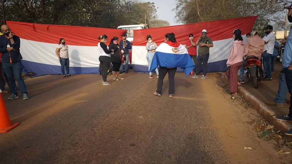 Manifestantes na fronteira do Paraguai com o Brasil, em Salto del Guairá, no Paraguai.  Foto: Juan Alcaráz/Arquivo Pessoal