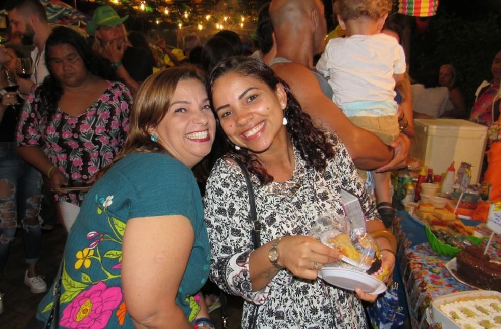 A turma caiu de boca nas comidas típicas  (Foto: Ana Clara Marinho/TV Globo)