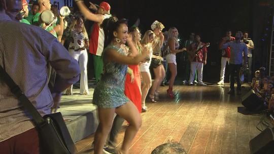 Bateria da Grande Rio faz festa em Santos com pontapé para o Carnaval