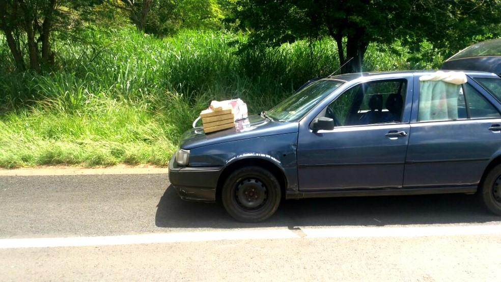 Mulheres com bebê de 1 mês são presas com droga escondida em sacola de fraldas (Foto: Polícia Militar/Divulgação)