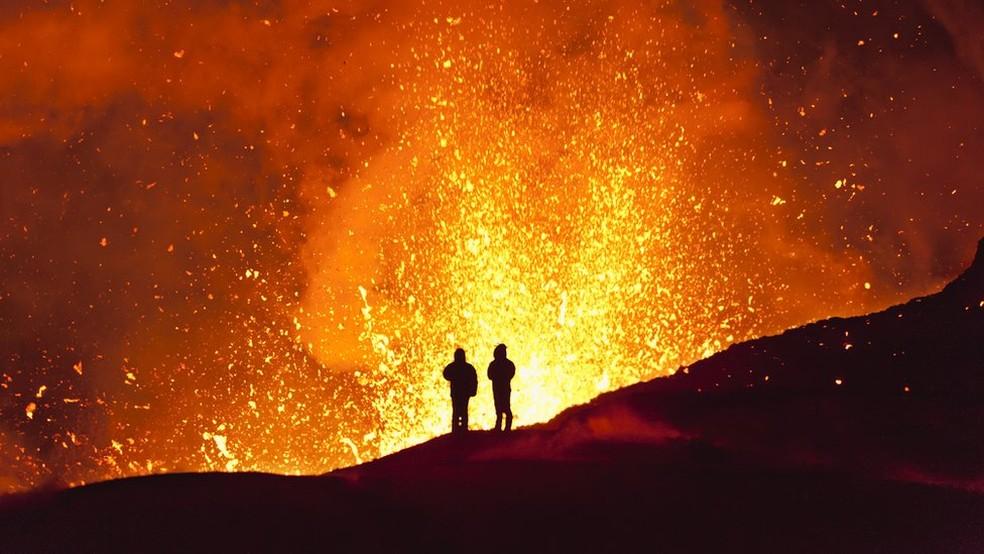 O monitoramento de sinais sísmicos ajuda a reduzir riscos causados pelas erupções (Foto: Getty Images/ via BBC)